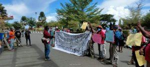 Aksi penolakan di Manokwari menolak 3 kelapa perusahaan sawit